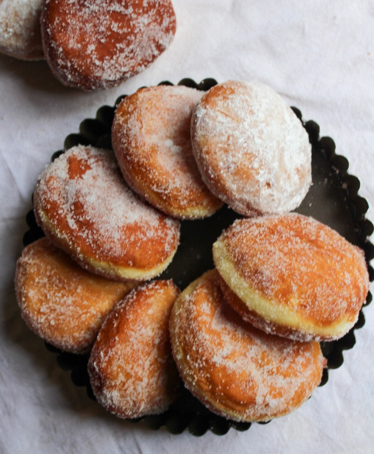 Paczki (poonch-kee) / Filled doughnuts