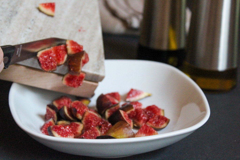 cut figs into small pieces